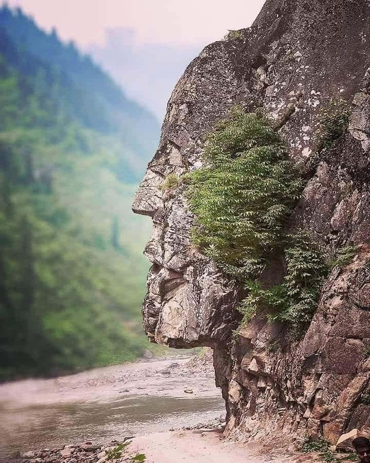 Una Piedra Muy Humana