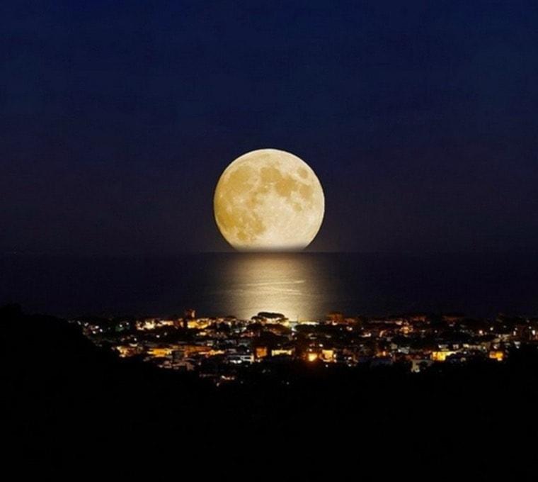 Cuando La Luna Se Da Un Baño