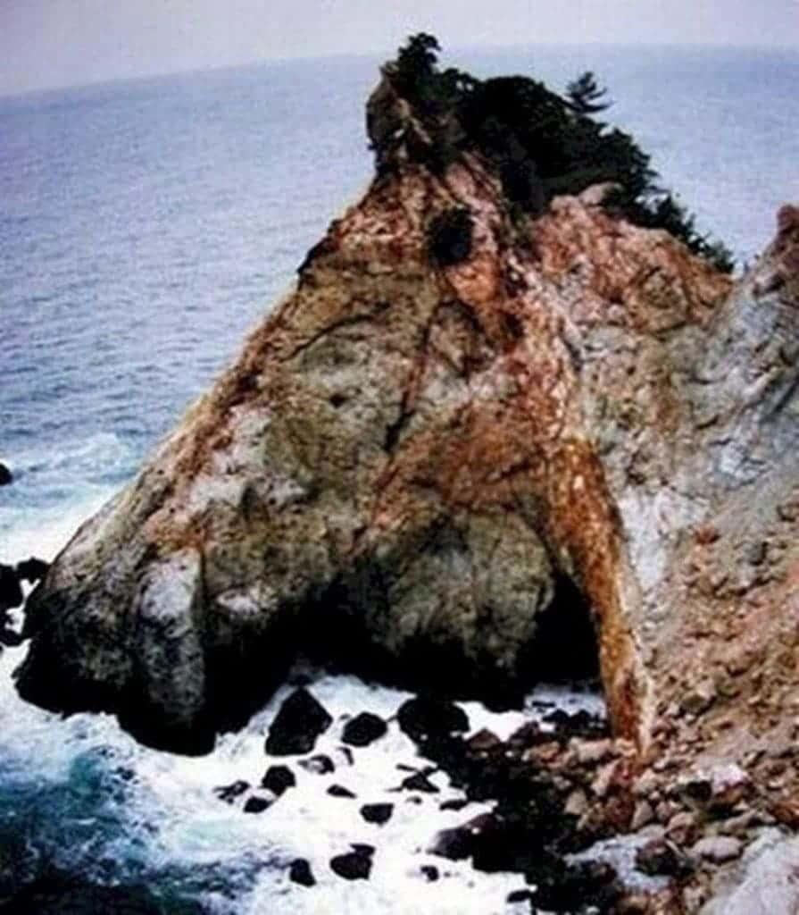 Un Caballo De Piedra